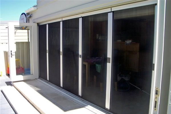Appealing front door security screens brisbane ideas for Retractable insect screens